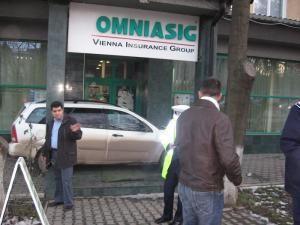 Intrarea în sediul Omniasig, blocată de un şofer nemulţumit