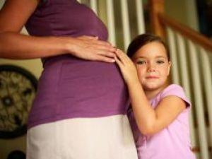 Tot mai multe femei preferă să nască prin operaţie cezariană