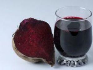 Consumat zilnic, sucul de sfeclă roşie combate hipertensiunea arterială