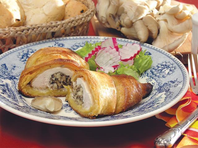 Piept de pui umplut în croissant