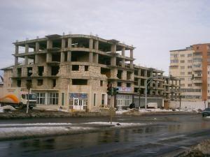 Licitaţie: Primăria Suceava a mai vândut un apartament în blocurile de vizavi de Metro