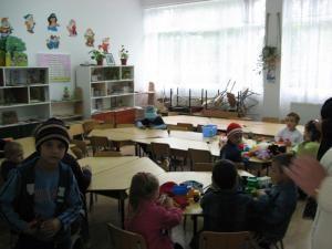Copiilor din localitatea suceveană Voitinel li s-a interzis, în instanţă, să mai meargă la grădiniţă