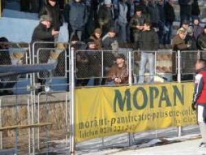 Scandal: Ion Alexandrescu, scos de poliţie de pe stadionul Areni