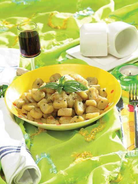 Gnocchi proaspeţi cu cartofi şi busuioc