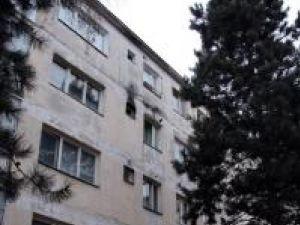 Ana Maria a sărit de la etajul II al acestui bloc