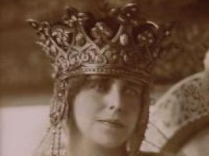Comori: Coroana de aur a reginei Maria va fi expusă la Suceava