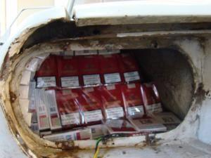"""Captură: Autoturism """"îmbrăcat"""" în ţigări, indisponibilizat în Vama Siret"""