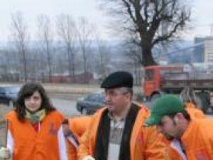 Ion Lungu, muncind  alături de tinerii PD-L la Campania de curăţenie de primăvară