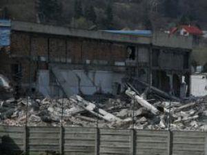 Două dintre cele patru hale ale Akrom Akal au fost deja demolate