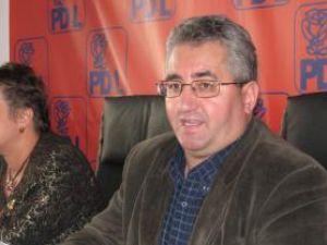 """Ion Lungu: """"Văd că PSD continuă spectacolul mediatic cu tema Autobuzul"""""""
