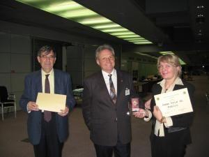 Lucia Condrea împreună cu doi dintre membrii juriului francez