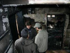 Camelia Luca şi fiul ei, în casa distrusă de flacări
