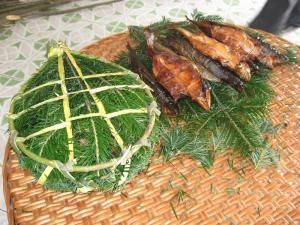 """Păstrăvii afumaţi şi """"gătiţi"""" în cetină de brad au devenit o emblemă a Bucovinei"""