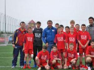 Tinerii fotbalişti suceveni s-au fotografiat alături de Gică Hagi