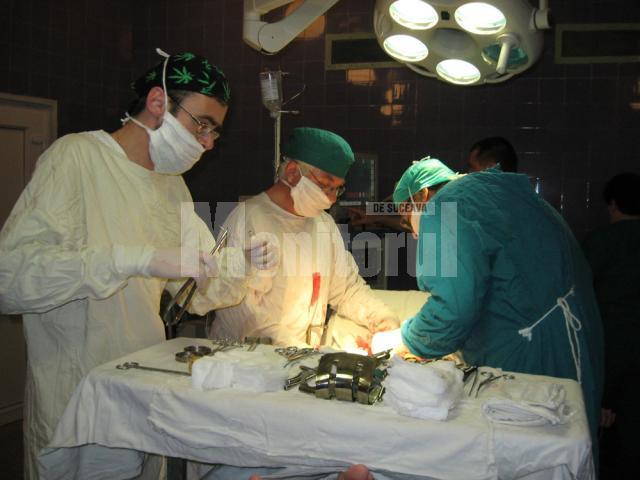 Operaţie de extirpare a unei tumori gigant