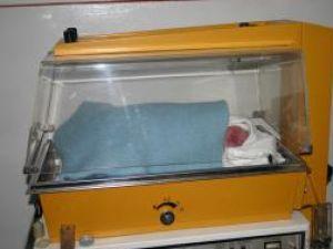 Nou-născutul care a fost scos şi salvat dintr-un WC