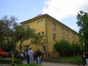 în Fălticeni: Clădirile-internat ale Colegiului Agricol au devenit clădire-şcoală