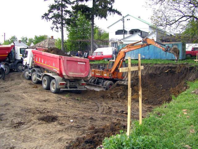 în Fălticeni: În şantier, bloc ANL, sală de sport şi grădiniţă