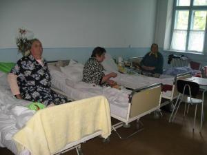 O parte dintre bolnavele care şi-au petrecut noaptea în salon cu decedata