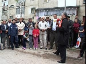 Campanie: Echipa PD-L, privită cu interes în cartierul Burdujeni