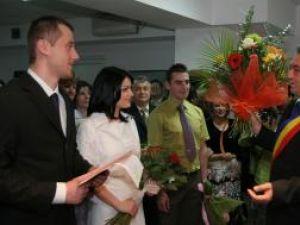 Ionuţ, fiul viceprimarului Angela Zarojanu, s-a căsătorit ieri cu Janina Maria Palade