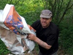 Nereguli: Un banner PD-L din Dărmneşti a fost furat