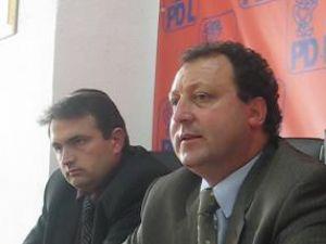 Rapiditate: Ales ca independent, primarul de Comăneşti trece la PDL