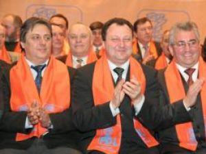 """La muncă: PDL anunţă că va începe """"cultivarea democraţiei în judeţul Suceava"""""""
