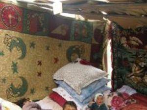 Copiii familiei Bozu nu mai dorm în cort