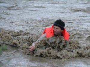 Alertă: Codul roşu de inundaţii se menţine până luni la ora 16,00 pe Prut, Siret, Tisa şi Iza