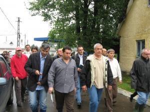Preocupare: Călin Popescu Tăriceanu a făcut apel la populaţie să nu se opună evacuării din zonele periculoase