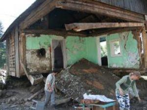 Casa lui Mihai Dzait a fost distrusă de viitură
