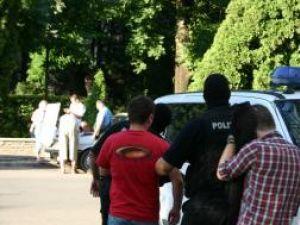 Doi dintre traficanţii de droguri arestaţi