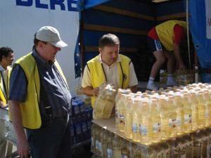 Lions Club Suceava: Alimente şi bunuri în valoare de zece mii de dolari, pentru sinistraţii din Todireşti