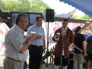 Primarul Sucevei a gustat din berea oferită de organizatori