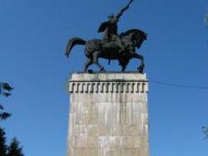 Statuia ecvestră a lui Ştefan cel Mare fără basorelief