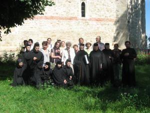 Grupul de pelerini, la poalele Cetăţii Neamţ