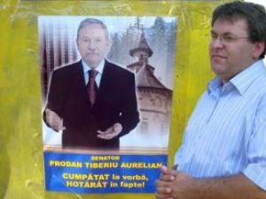 Corneliu Popovici spune că senatorul PNL de Suceava Tiberiu Prodan a lipit afişe cu poza sa în mai multe localităţi din zona în care candidează