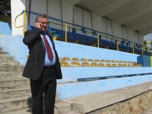 Primarul Lungu le cere suporterilor să fie alături de echipa de fotbal