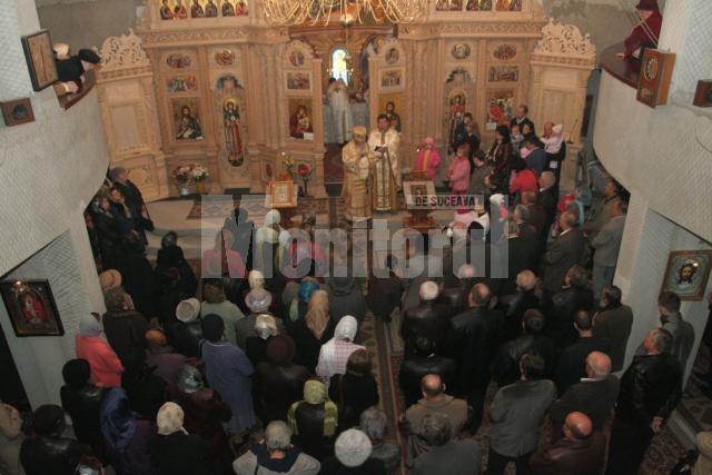 "De Sf. Dimitrie: Slujbă arhierească la biserica-monument ""In memoriam"""