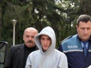 Andrei Popiţanu la ieşirea din Tribunalul Suceava