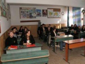 Ieri, în intervalul orar 12-14, majoritatea cadrelor didactice din judeţul Suceava au fost în grevă de avertisment,