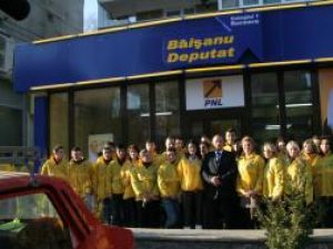 Alexandru Băişanu şi-a deschis, în cursul zilei de ieri, sediul de campanie din cartierul George Enescu