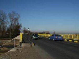 Podul Vlădichii, de la intrarea în Rădăuţi dinspre Suceava, a fost redat circulaţiei pe ambele sensuri