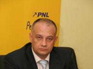 """Alexandru Băişanu: """"Se pare că domnul Donţu îşi continuă campania de la alegerile locale, în care a fost înfrânt"""""""