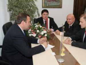 Noul ambasador al Poloniei în România, Excelenţa Sa Wojciech Zajaczkowski, la întâlnirea cu preşedintele Consiliului Judeţean, Gheorghe Flutur