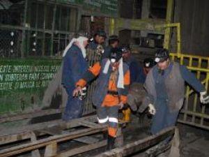 Doisprezece mineri şi salvatori au murit iar 14 persoane au fost rănite în urma a două explozii de la mina Petrila. Foto: MEDIAFAX