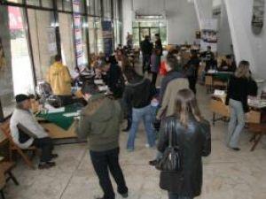Eveniment: Peste 350 de persoane la primul târg de locuri de muncă din oraş