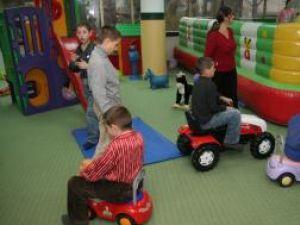"""Copii cu nevoi speciale, de la Centru Şcolar Burdujeni, în locul de joacă """"Arlechino"""