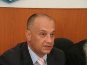 """Alexandru Băişanu: """"Apreciez că asocierea imaginii candidaţilor PD-L cu imaginea preşedintelui CJ şi a primarului municipiului Suceava contravine în mod cert ordinii de drept"""""""